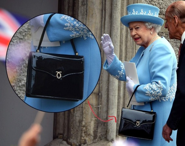 bolsa rainha do reino unido elizabeth 2  launer londres