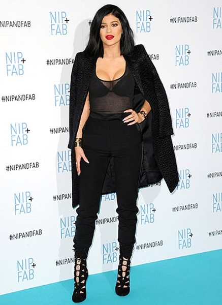 kylie com look total black red carpet 2016
