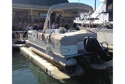Pontoon Lift with pontoon boat