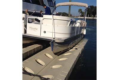 Pontoon Lift with pontoon boat