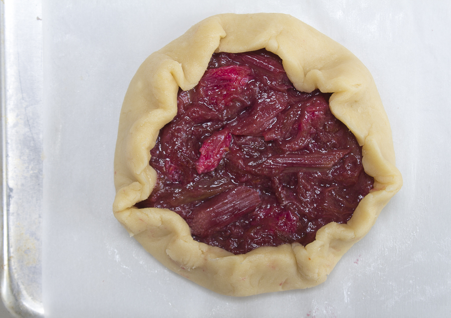 The recipe make small 4 tarts, roll the dough - add the compote in the center, then fold over to make an edge