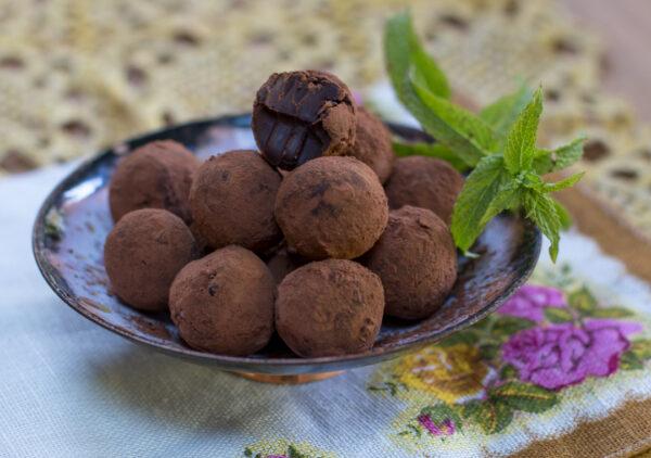 mint chocolate truffles - vegan in a bowl