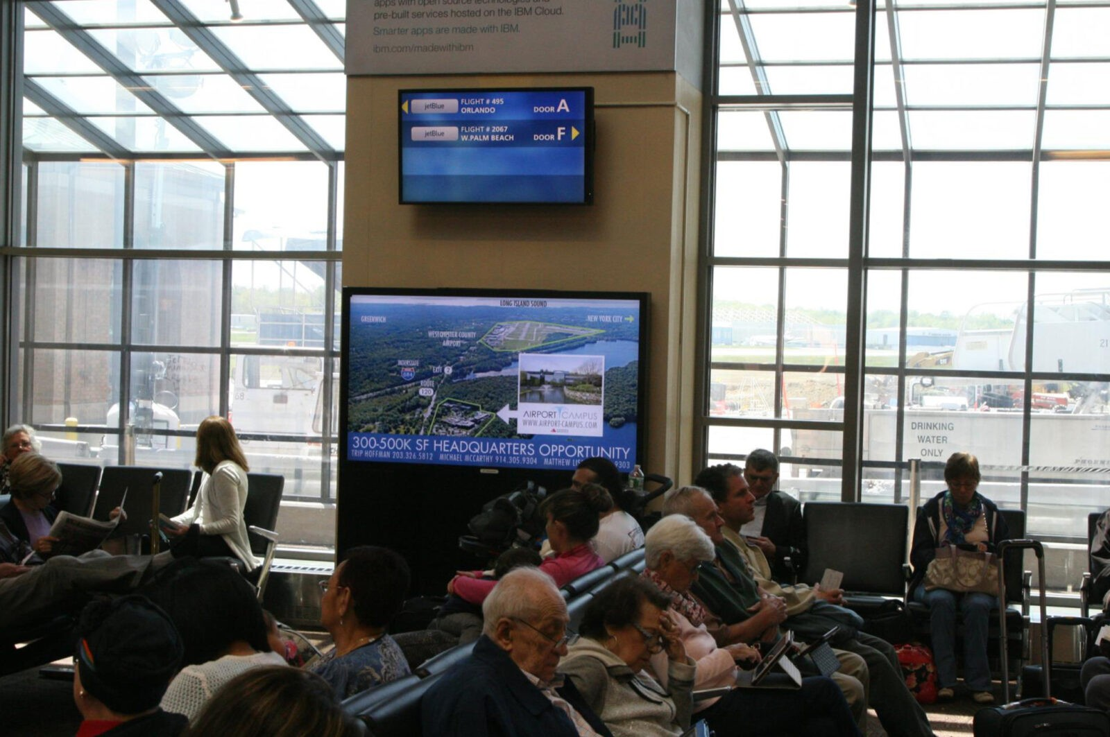 Airport HPN Digital Screen Displays_RoeCo_Gate Hold Area