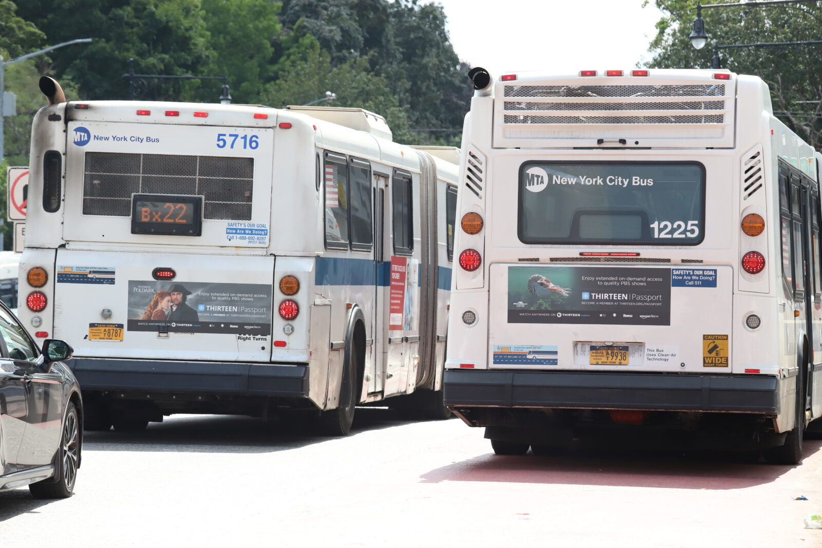 WNET Bus Tail Advertising