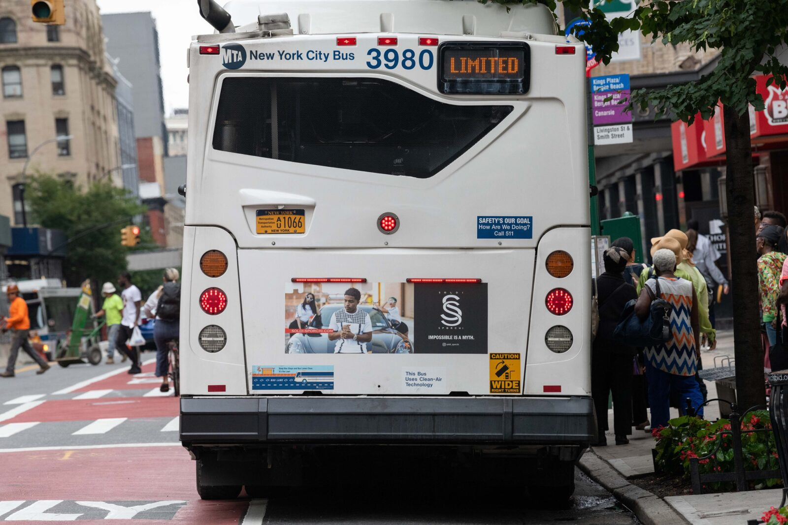 SOLDI-SPORCHI BUS TAIL ADVERTISING CAMPAIGN