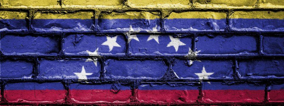 ¿Cómo ayudar a tu familia en Venezuela?