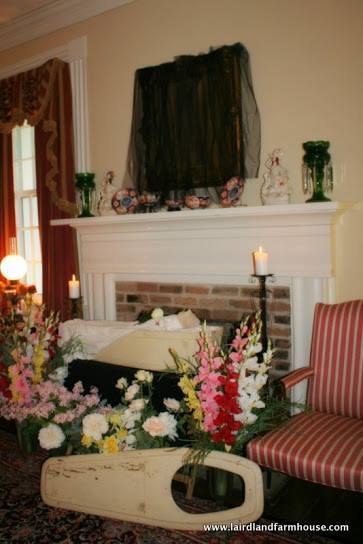 The deceased family member lies in state in the House in Mourning.