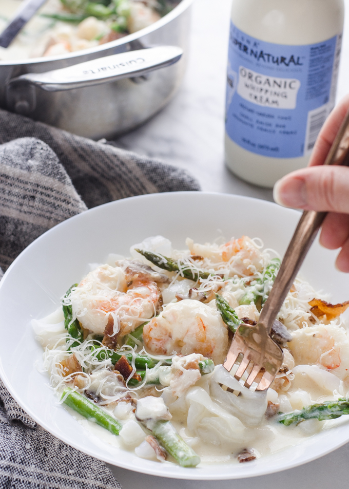 This KETO Shrimp and Asparagus Alfredo is creamy and includes yummy bacon as well!
