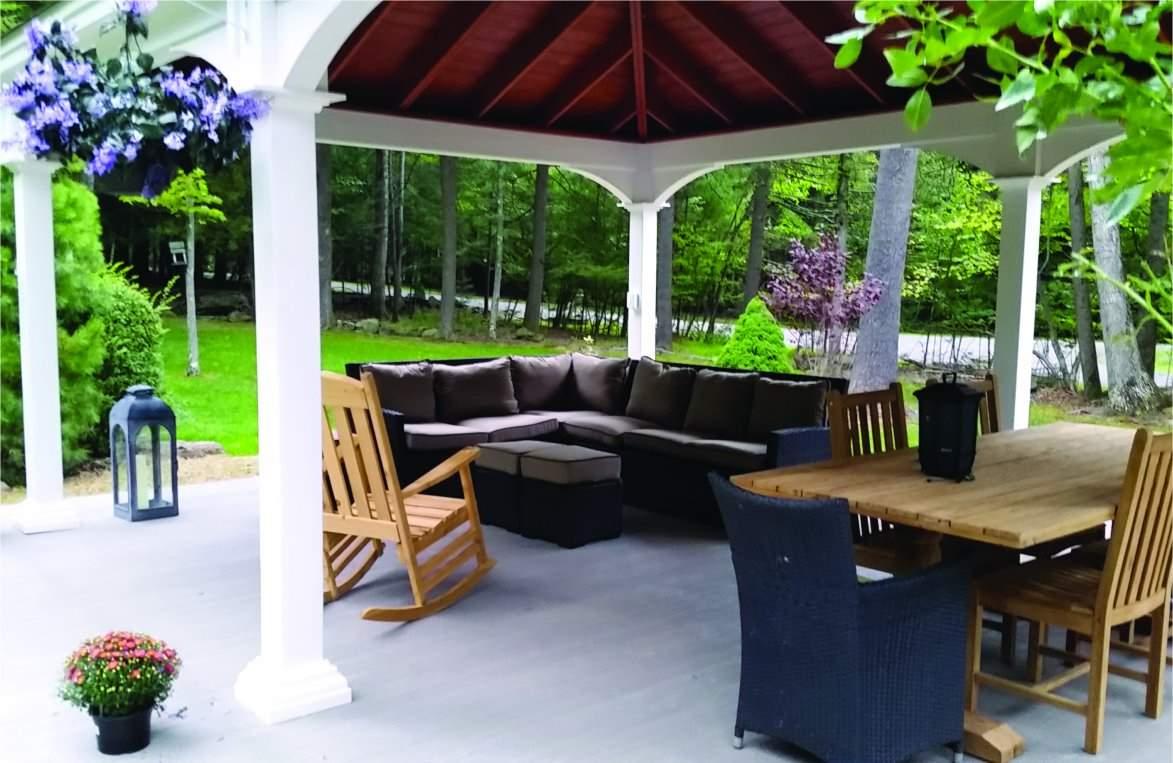 16' x 22' Outdoor Living Room