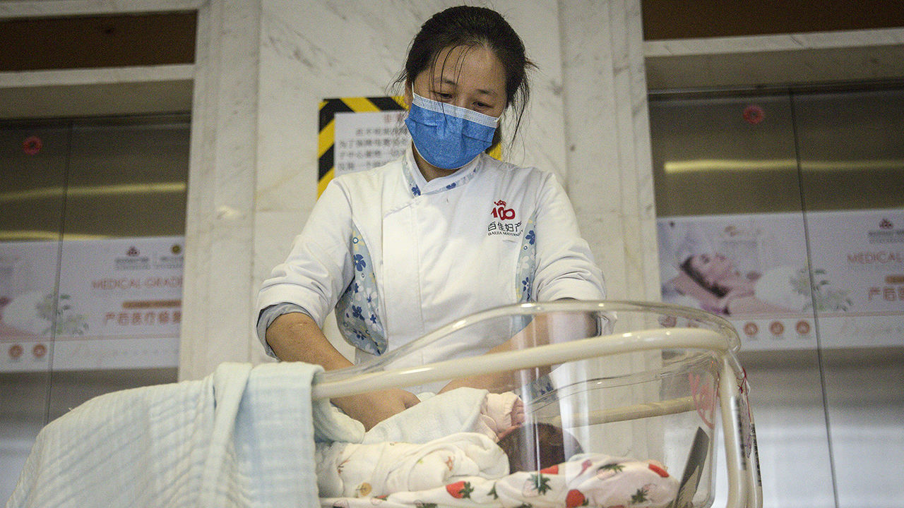 New coronavirus leaves pregnant women with wrenching choices—but little data to guide them