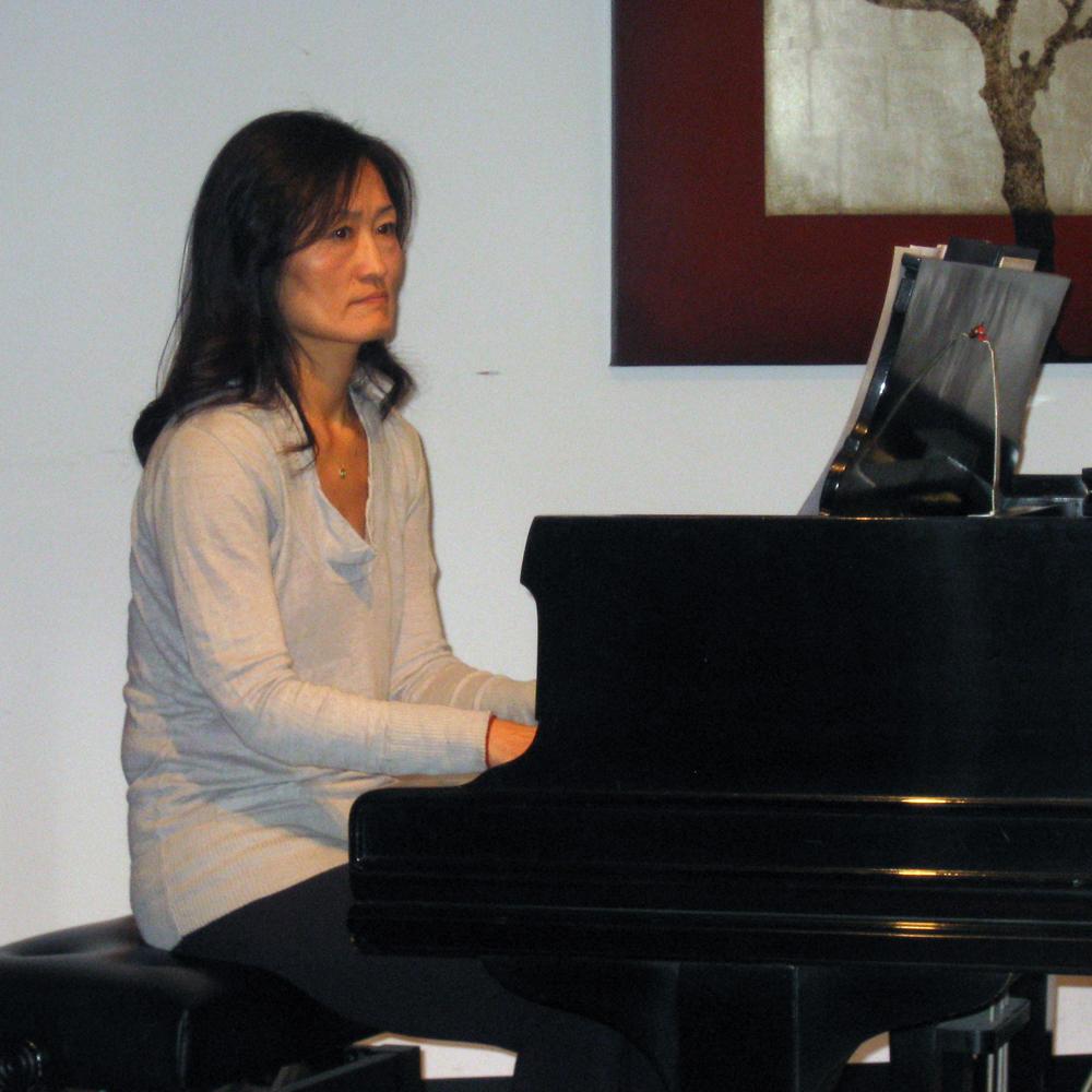 Diana_playing_piano