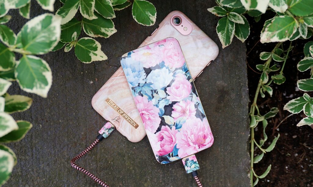 iDeal of Sweden - Peony Garden Power Bank & Cable
