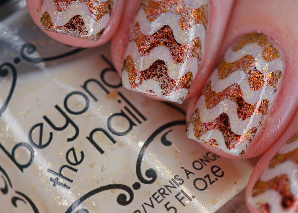 Flakie Squiggle Nails