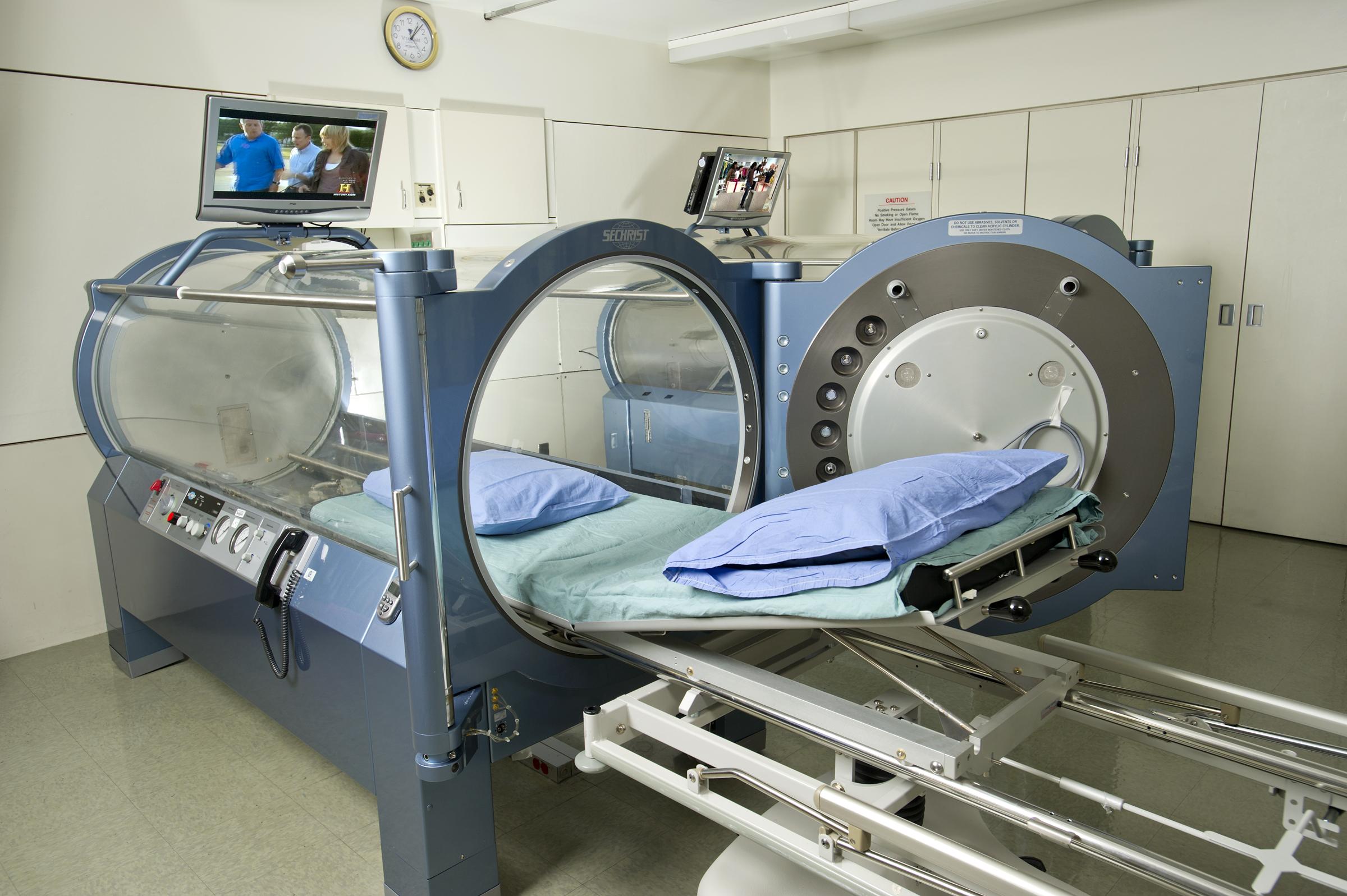 Hyperbaric_chamber