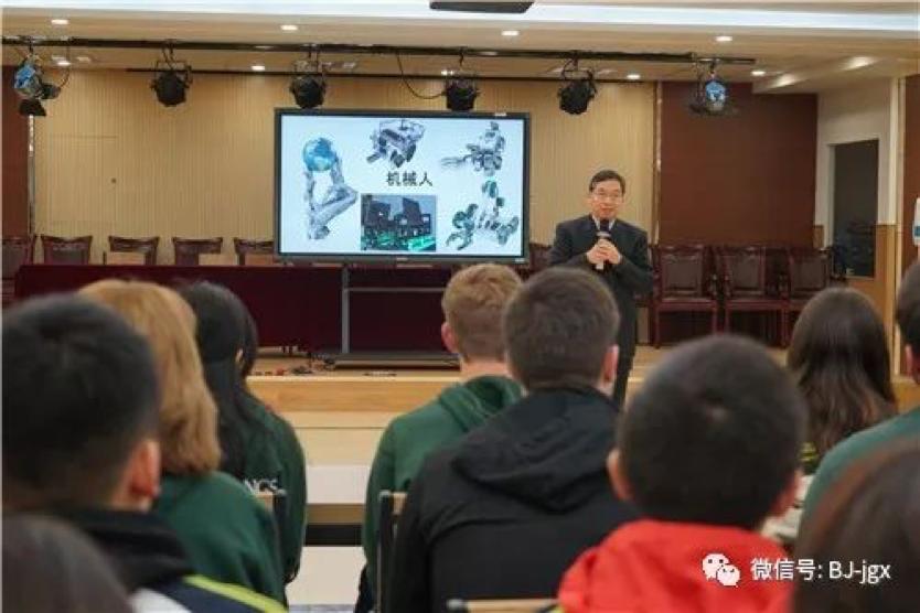 Chancellor Chen Jiannan welcoming the FIRST robot foundation