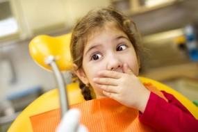 nina con miedo al taladro dental
