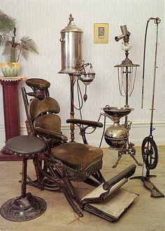 Equipo dental antiguo y moderno