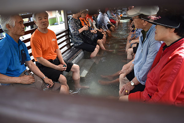 Communal Foot Spa at Central Park Songdo with Kids in Incheon, Korea