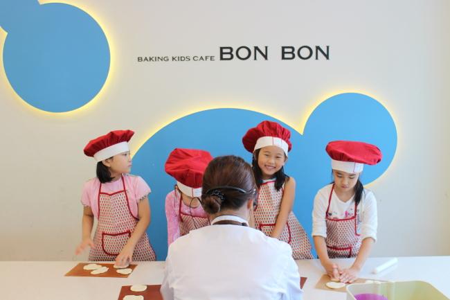 Korea with Kids Baking Cafe Bon Bon