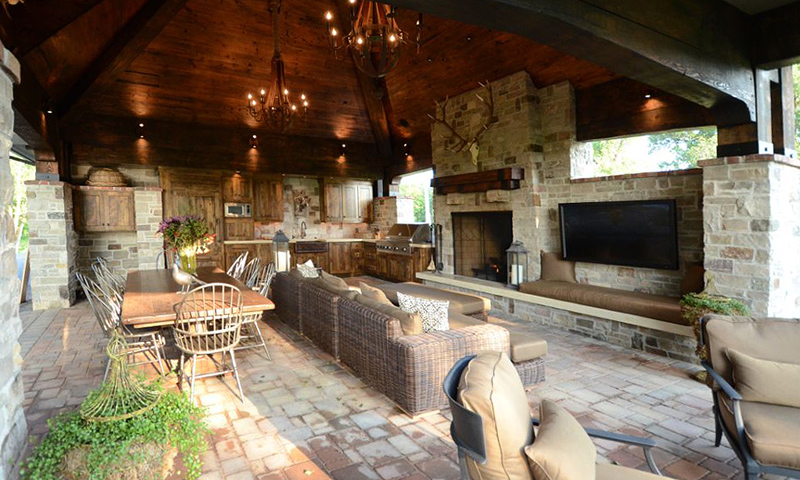 reclaimed-wood-paneling-on-the-ceiling