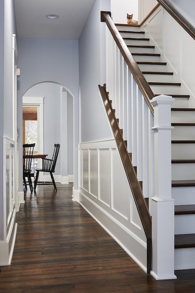 Antique-Elm-Flooring-Entry-Way