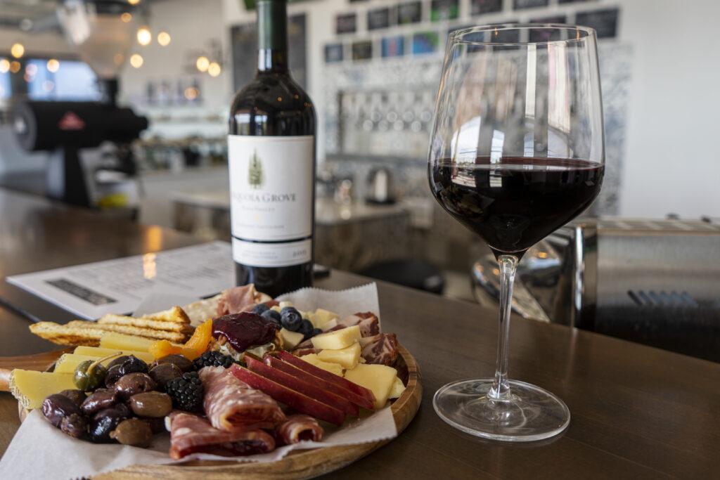 Wine bar mas y menos el paso