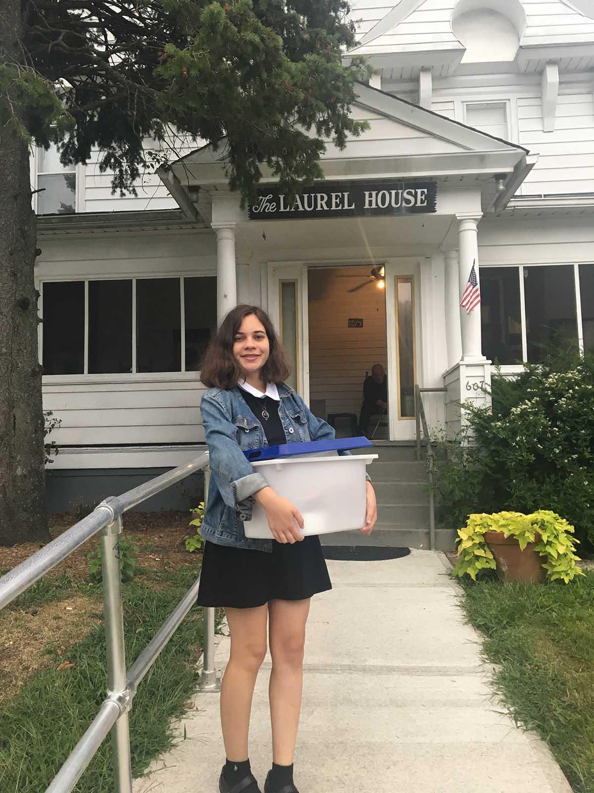 A volunteer at Laurel House
