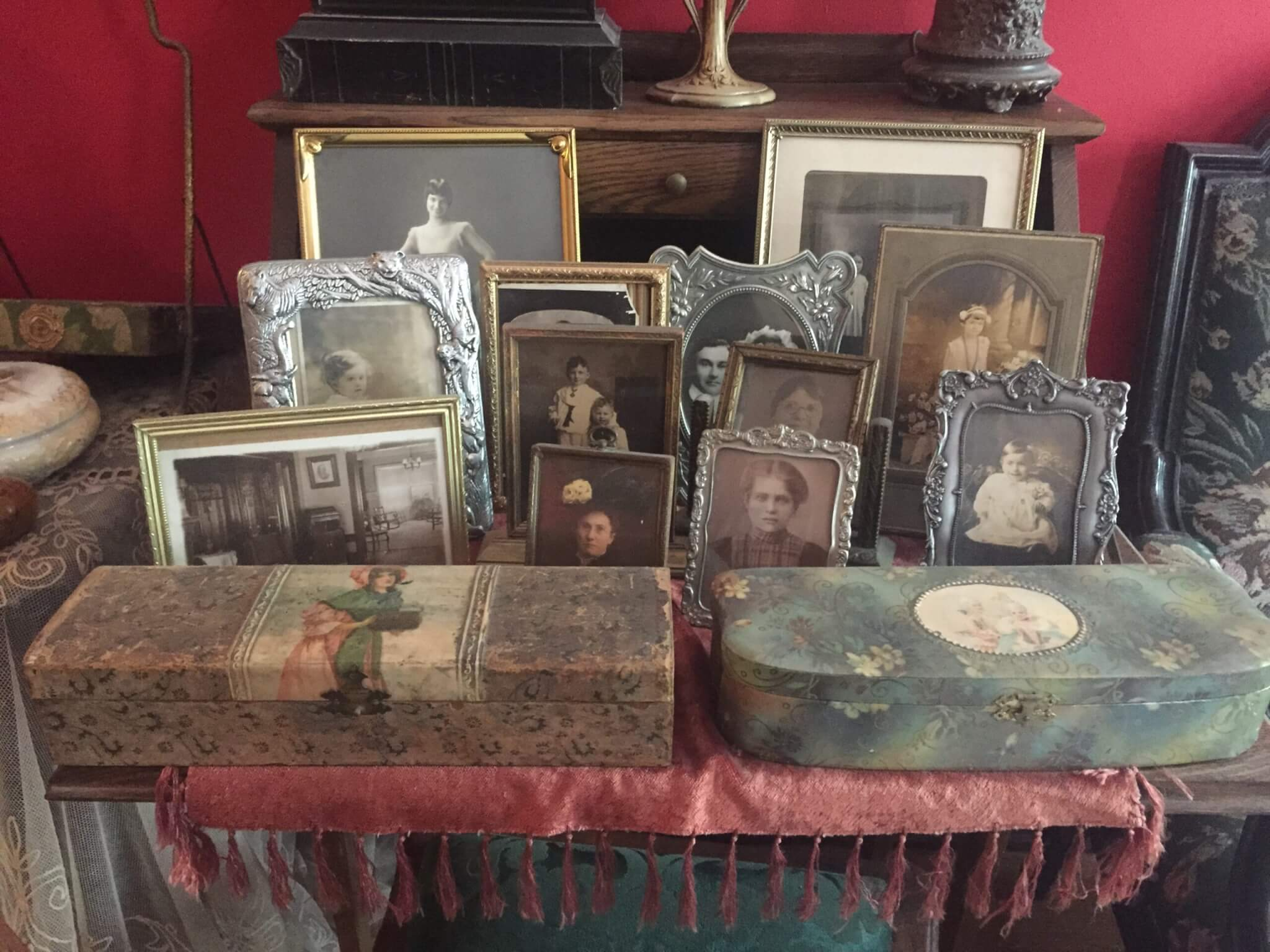 heirloom and object restoration services. Fine art, furniture, object, sculpture, antique restoration services. Porcelain, glass, chandeliers, wallpaper, books, statues, figurines, collectibles and ephemera restoration services for the insurance and claims industry.