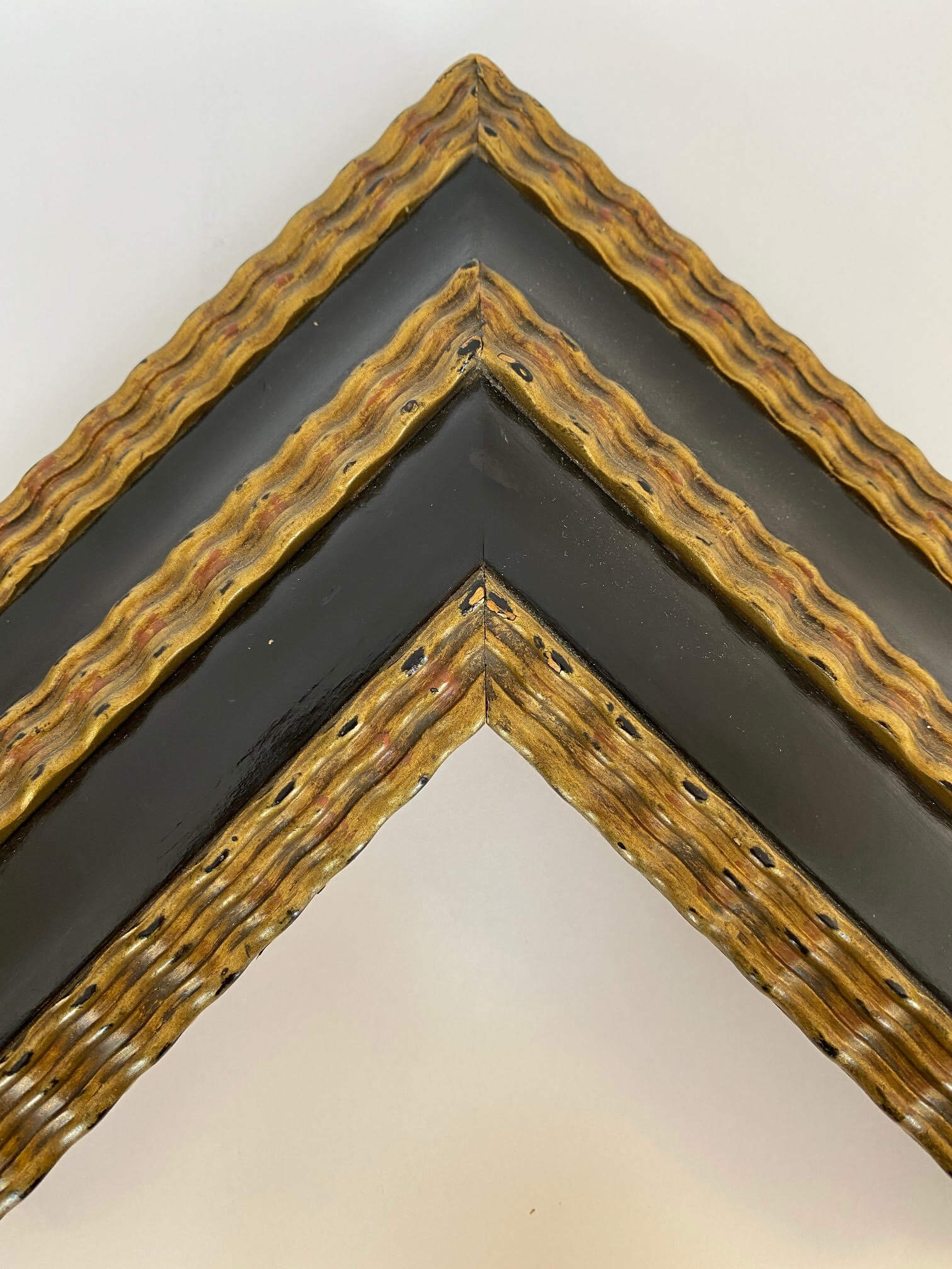 Black lacquer and 22k gold leaf Dutch frame profile Artifact services Artmill Group custom closed corner picture frames