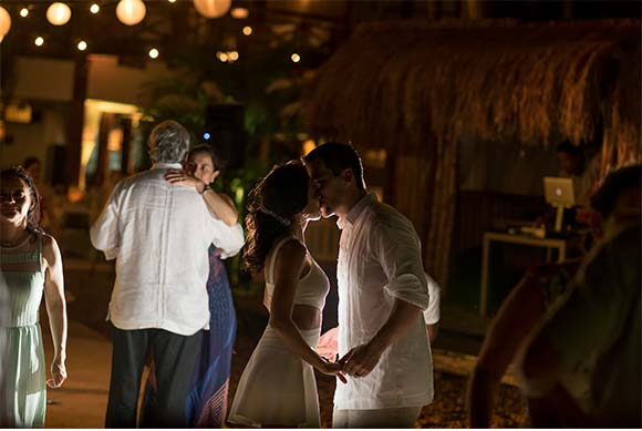 Cartagena Wedding posted on Hand-Painted Weddings. Photo credit: Pedraza Producciones