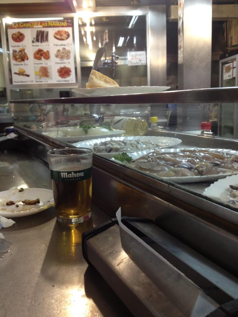 Still living razor clams at Cerveceria la Cruz, La Latina, Madrid