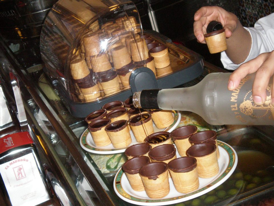 El oso y madroño shots, a strawberry liqueur poured into chocolate filled waffle cups
