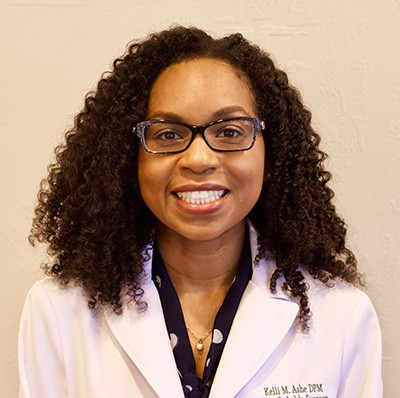 find a podiatrist like Doctor Kelly Ashe she is one of the best Female podiatrists Around Boca Raton