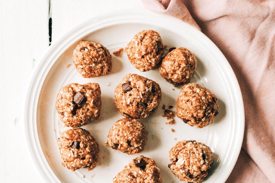 cashew chocolate oat bites