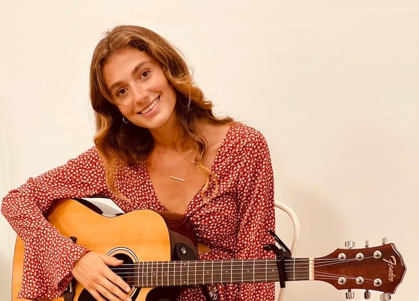 Naia Litman live music at the Island Fresh Cafe