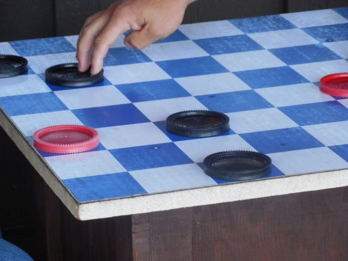 monkey pickles, funny articles, how to, how to win at checkers, checkers strategy