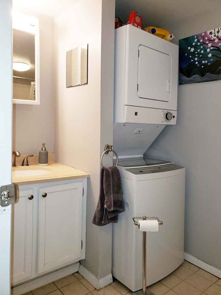 Bath Room with Washer and Drier