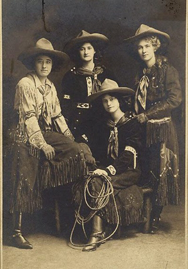 Cowgirls in the early 20th century (16)
