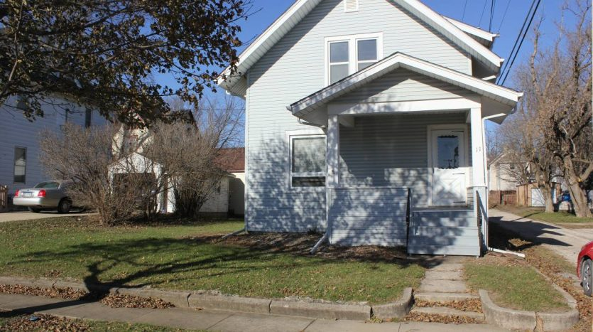 house for rent in Oelwein Iowa outside