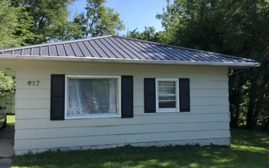 Front of two bedroom House for rent Independence iowa