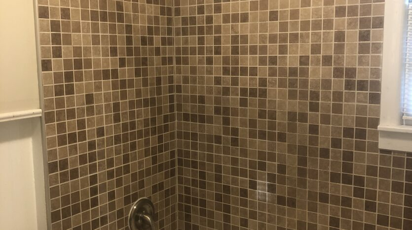 2 bed house for rent bathroom