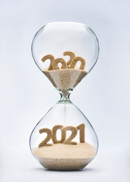 Hour glass showing 2020 moving into 2021