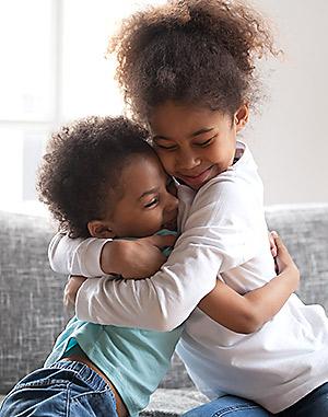 children brother sister hugging
