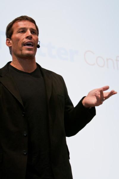https://commons.wikimedia.org/wiki/File:Tony_Robbins_gesturing.jpg