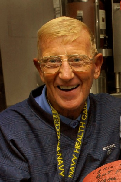 https://commons.wikimedia.org/wiki/File:Lou_Holtz_cropped.jpg