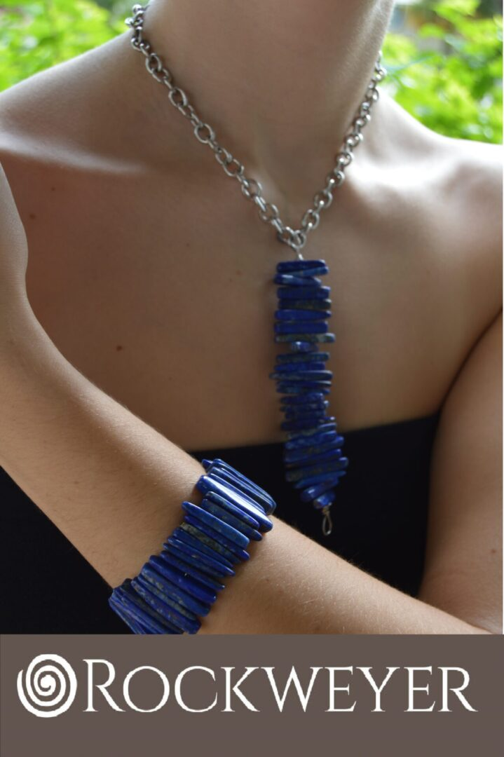 A Lapiz Lazuli Pendant Necklace and Bracelet