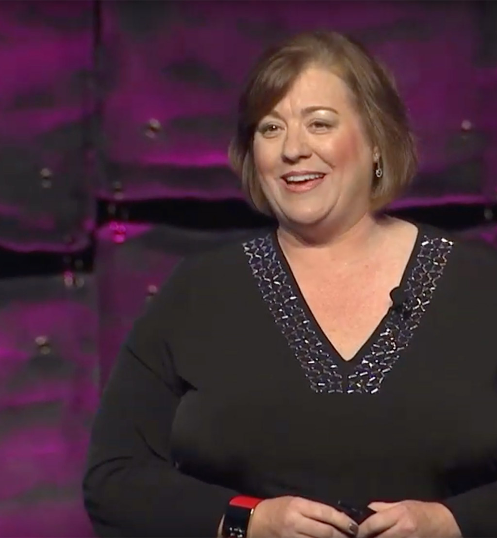 laurie-guest-speaking-stage-close-up-black-outfit-02