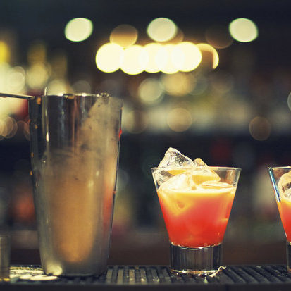 Bartender-saves-girl-who-s-drink-was-spiked-575392