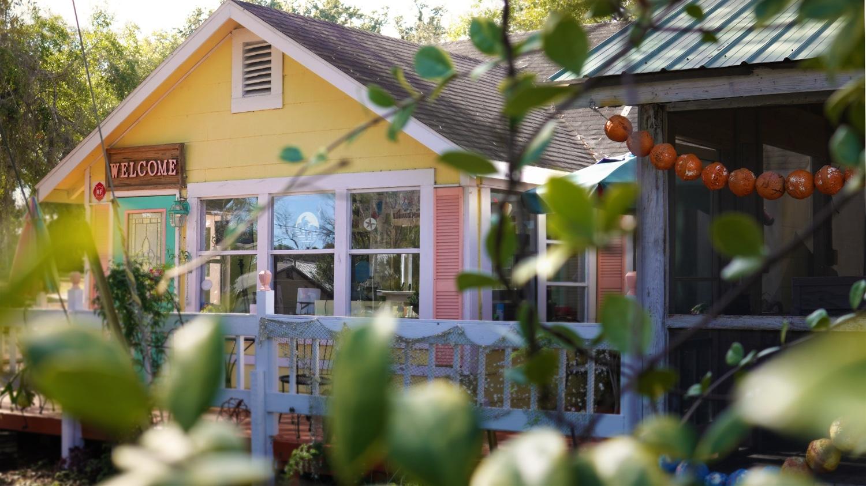 On the Lawn - McDavids Cafe - Steinhatchee, FL