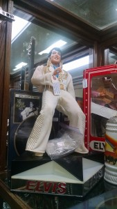 Rare Elkivs on Stage with 13 mini cassettes so you can hear Elvis sing and watch him dance!